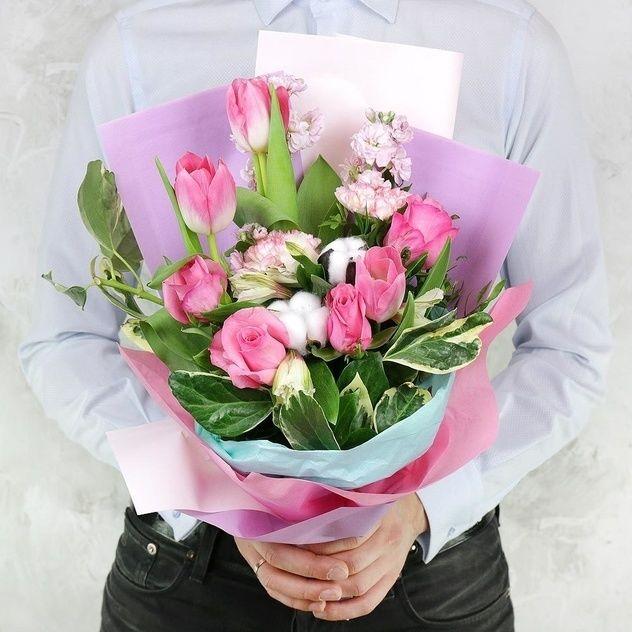 Как подарить девушке на работе цветы требуется девушка для работы в