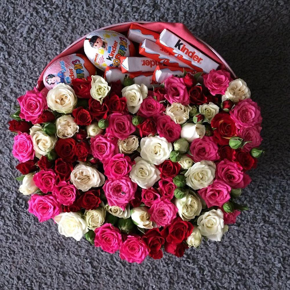 Букет роз с киндерами картинки