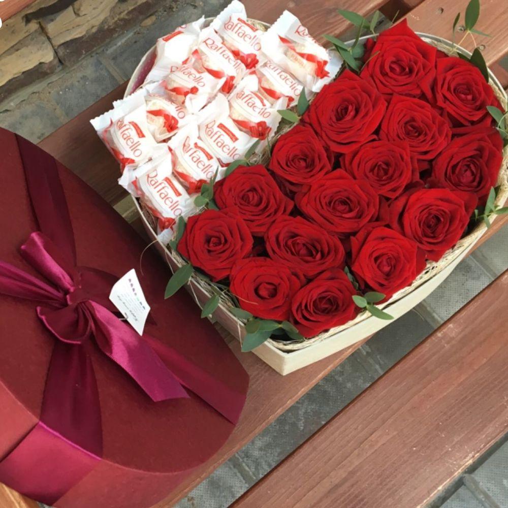 букет цветов и коробка конфет картинки воскресенье
