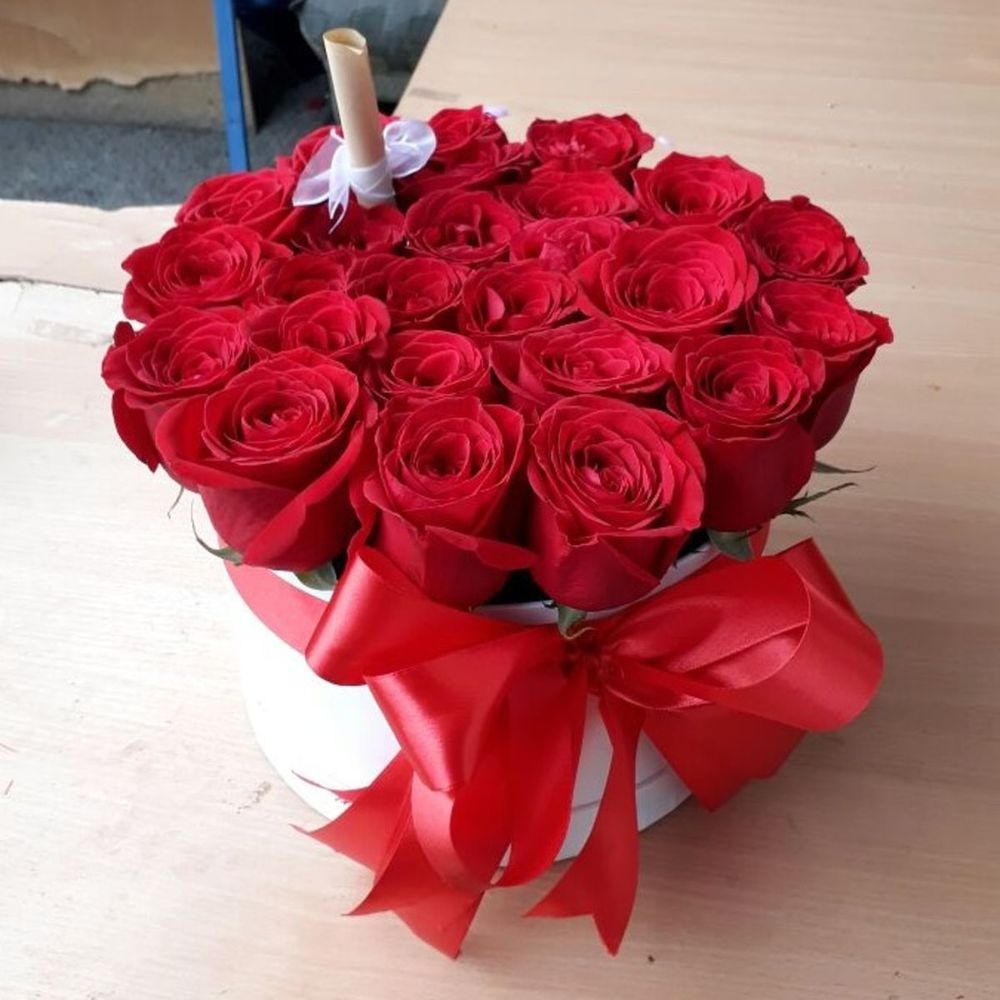 Floral maison de fleurs box of 25 roses 14094 rub delivery in 4 h flowwow flower delivery in tashkent