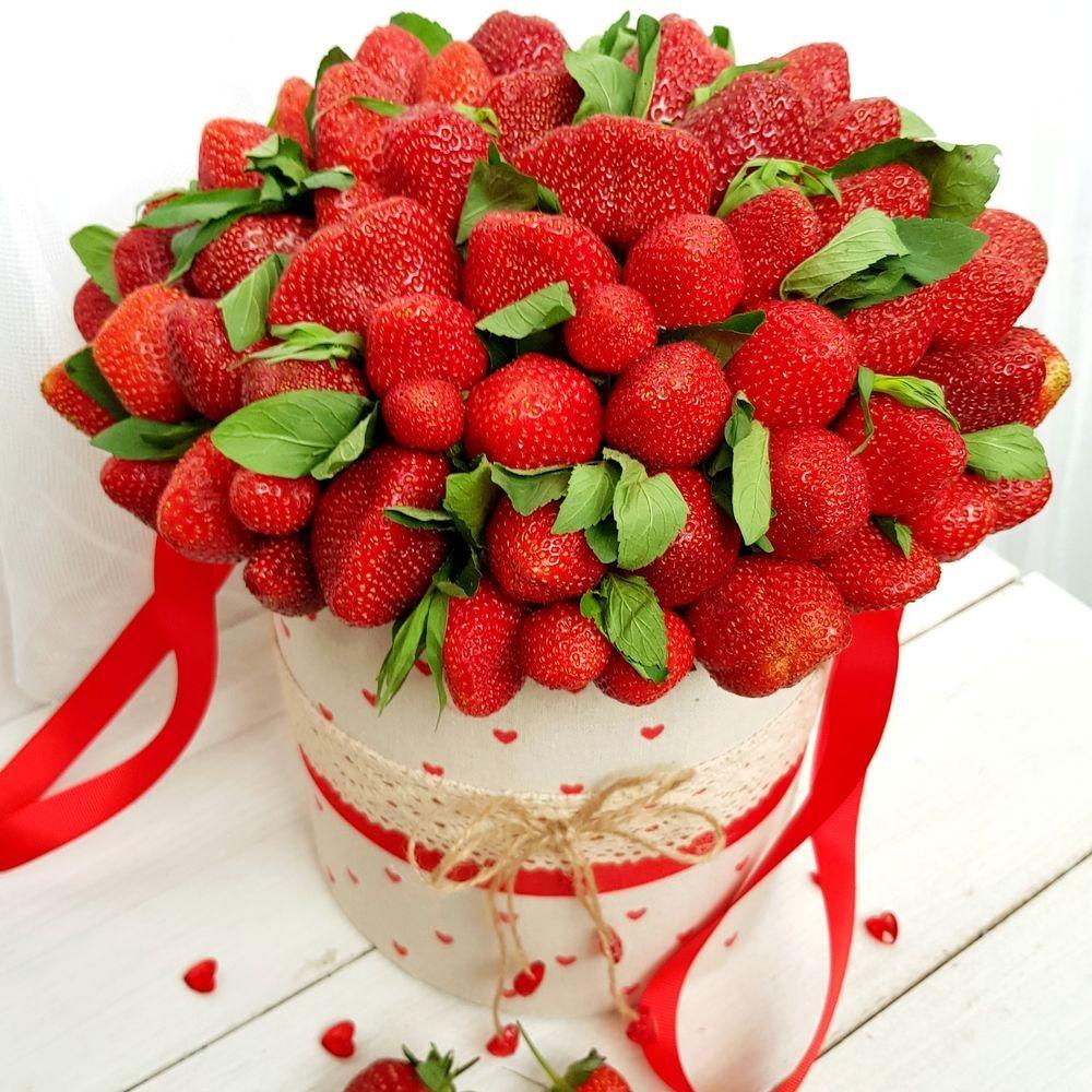 Поздравления с днем рождения клубничного