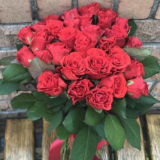 27 красных роз Ажур: букеты цветов на заказ Flowwow