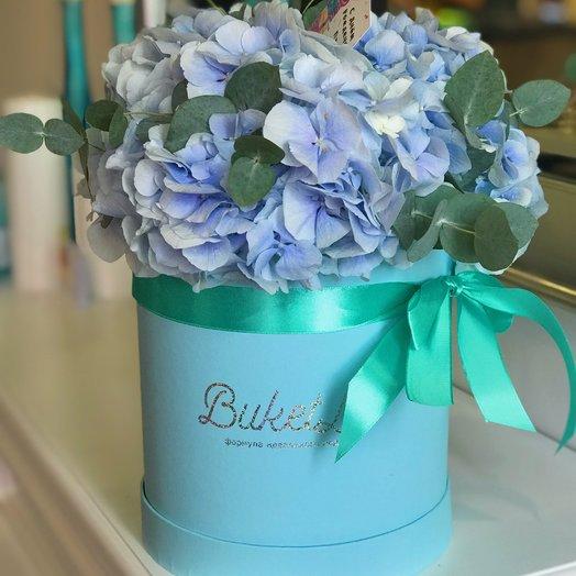 Коробка с гортензией: букеты цветов на заказ Flowwow