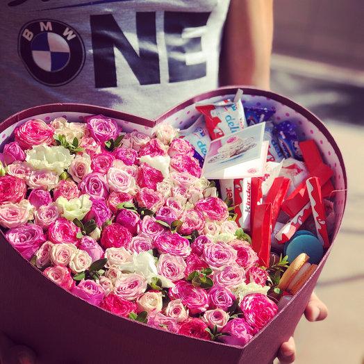 Сердце с Розами и сладостями: букеты цветов на заказ Flowwow