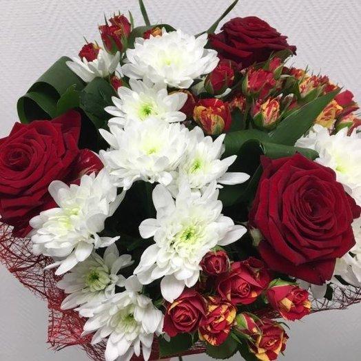 Классический букет с розами и хризантемой: букеты цветов на заказ Flowwow