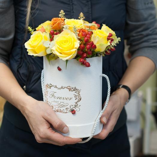 """Шляпная коробка с желтыми розами """"Однажды осенью"""": букеты цветов на заказ Flowwow"""