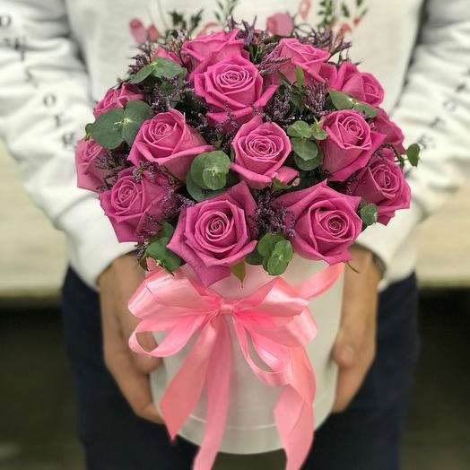 Коробки с цветами. Розы.  PINK 21 роз . Лимониум .Эвкалипт. N302