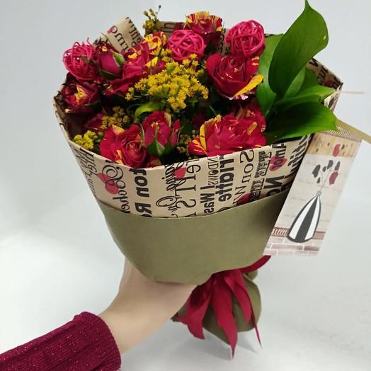 Букет из кустовой красно-желтой розы: букеты цветов на заказ Flowwow