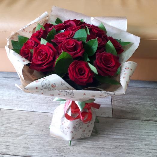 15 роз в крафте: букеты цветов на заказ Flowwow
