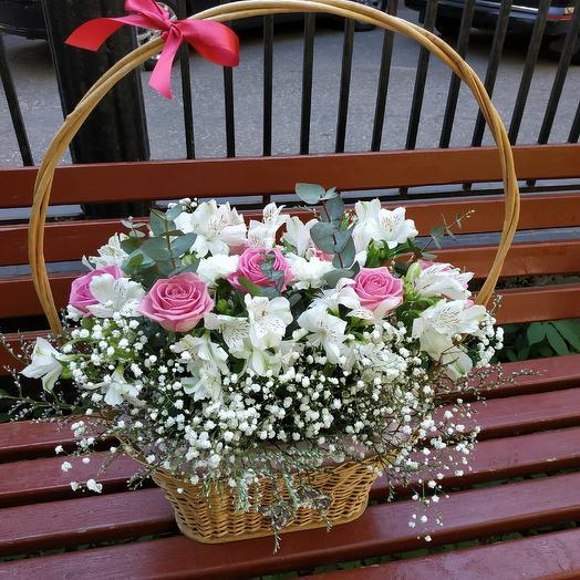 Пышная корзинка: букеты цветов на заказ Flowwow