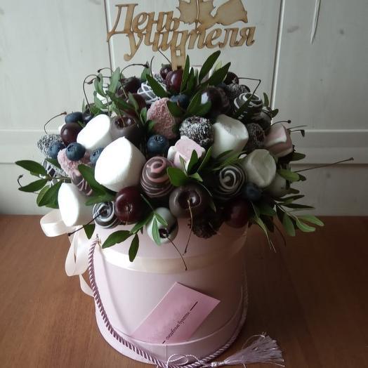 Клубничная композиция «Виталина»: букеты цветов на заказ Flowwow