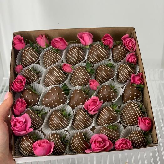 Коробка с клубникой в бельгийском шоколаде: букеты цветов на заказ Flowwow
