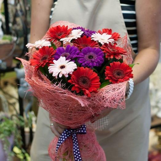 15 гербер в сизали: букеты цветов на заказ Flowwow