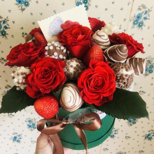 Клубника в коробке: букеты цветов на заказ Flowwow