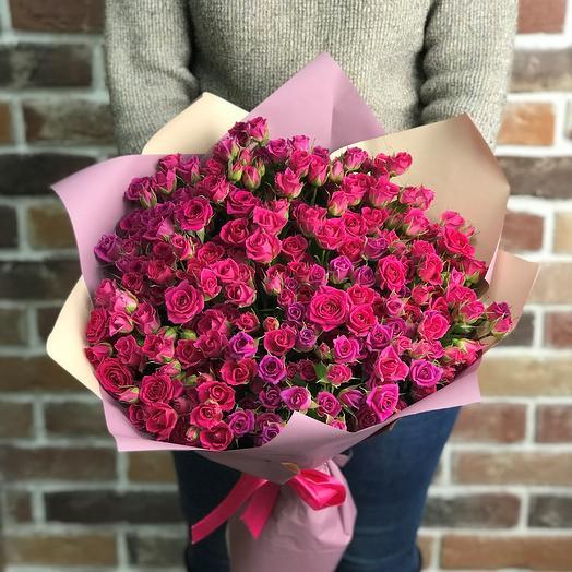 Букет из розовых кустовых роз (51 шт). N642: букеты цветов на заказ Flowwow