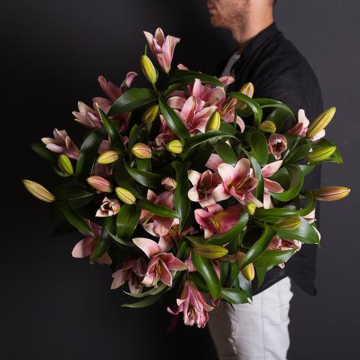 Лилии: букеты цветов на заказ Flowwow