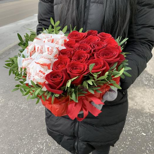 Сердце из Роз с Раффаэлло: букеты цветов на заказ Flowwow