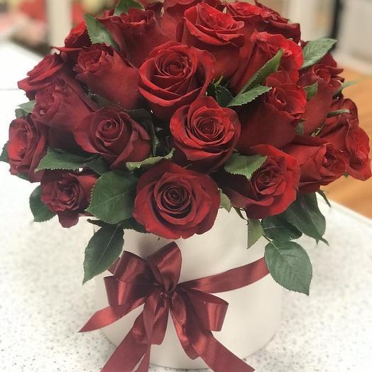 35 роз Эквадор в шляпной коробке