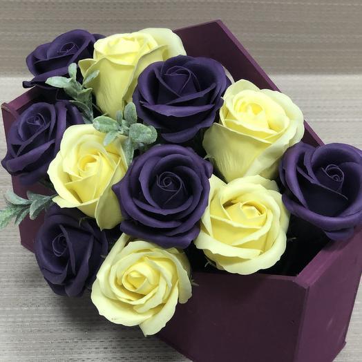 Розы в конверте из дерева