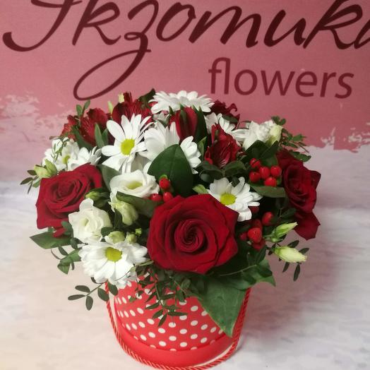 Коробка шляпная с цветами в день влюбленных: букеты цветов на заказ Flowwow