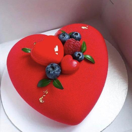 Торт в виде сердца Мусс три шоколада