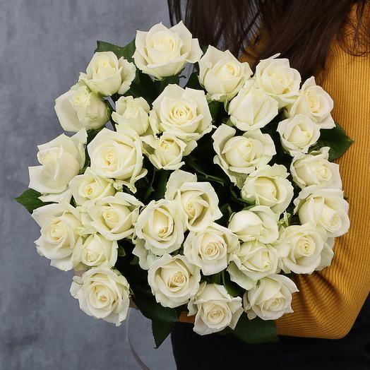 Букет из 31 белой розы 50-60 см (Россия) под атласную ленту