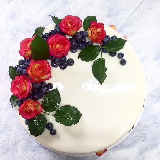 Торт с живыми розами