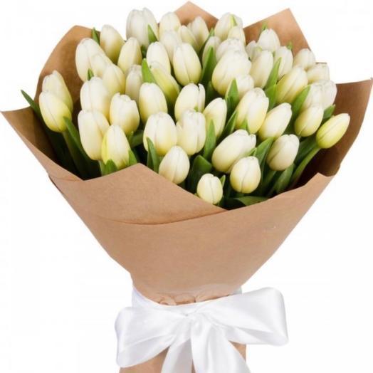35 белых тюльпана