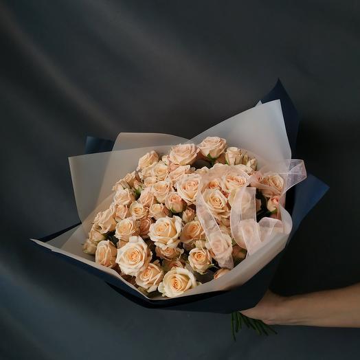 """Букет""""25 кустовых кремовых роз"""""""