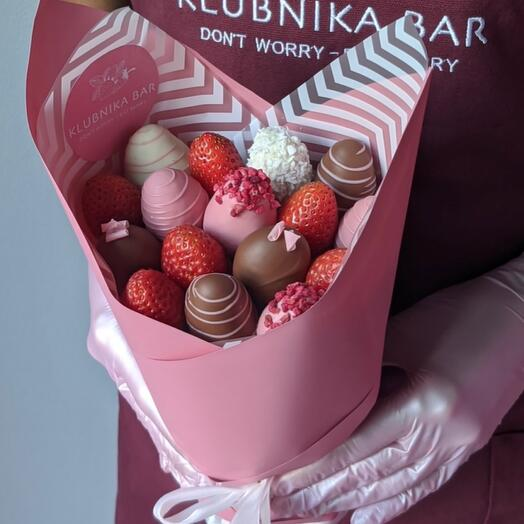 A bouquet of strawberries is a HIT-sale