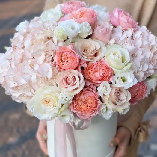 Цветы в коробке Luxury Flowers