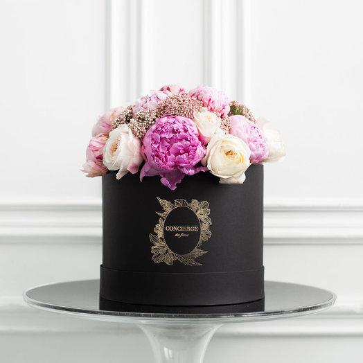 Букет CAMELIA в шляпной коробке Grande: букеты цветов на заказ Flowwow