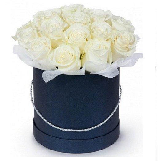 Коробка из 21 белых роз: букеты цветов на заказ Flowwow