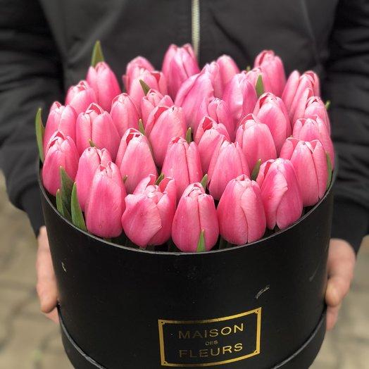 35 розовых тюльпанов в коробке