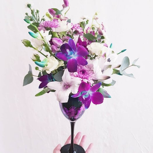 Бокал цветочного вина: букеты цветов на заказ Flowwow
