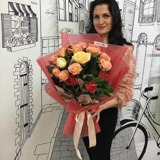 Яркий букет из 17 роз: букеты цветов на заказ Flowwow