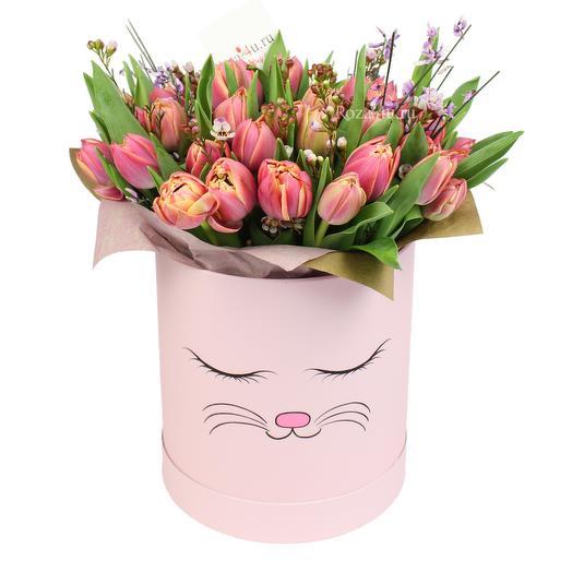 Нежные тюльпаны в коробке: букеты цветов на заказ Flowwow