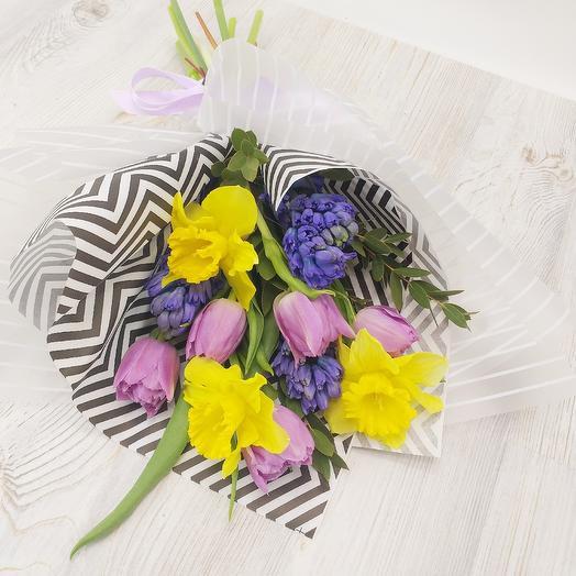 Букет с весенними цветами: букеты цветов на заказ Flowwow