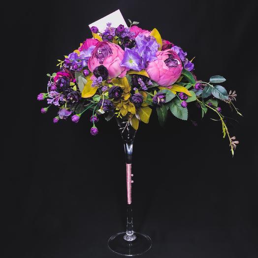 Композиция из искусственных цветов: букеты цветов на заказ Flowwow