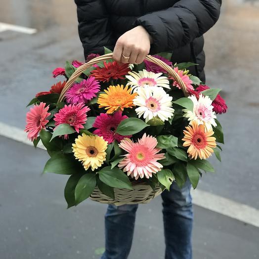 Яркая корзина гербер: букеты цветов на заказ Flowwow