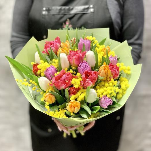 Яркие тюльпаны с мимозой: букеты цветов на заказ Flowwow
