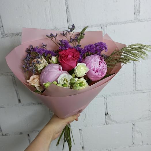 Букет-комплимент с пионами: букеты цветов на заказ Flowwow
