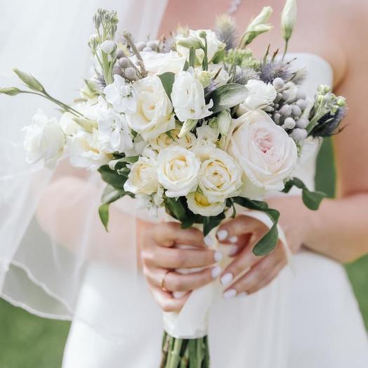 Свадебный букет с синеголовником