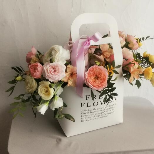 """Цветы в коробке """"Габриелла"""""""