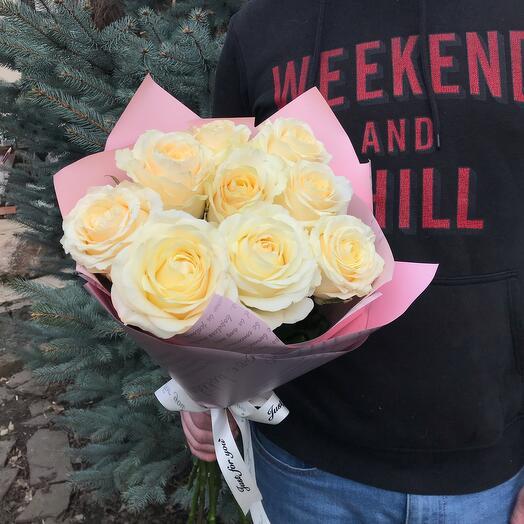 9 белых роз 60 см