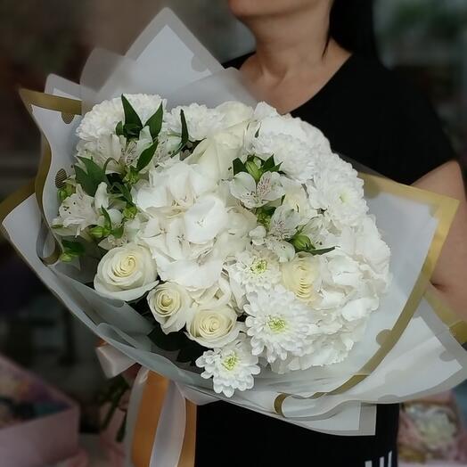 Гортензия, розы, альстромерии и хризантемы