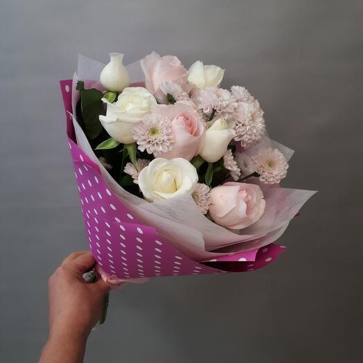 Букетик с розами и сантини