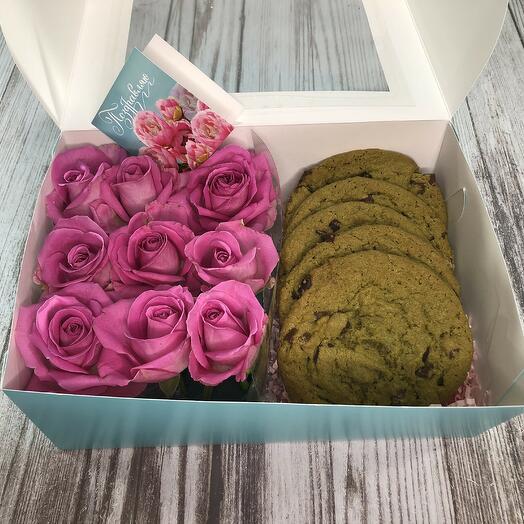 Набор с розами и мятным печеньем