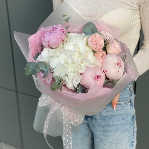 Букет Альдо из гортензии, пионов и пиновидной розы