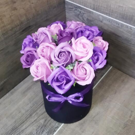 Букет цветов - розы из мыла в шляпной коробке